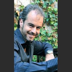 Ricardo Estrada. (Director, Pianista)